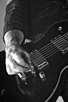 Paul Landers playing his gitar