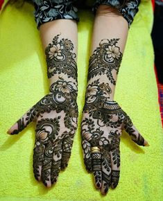 Pick a design and leave it on our Mehendi Expert. Plan your wedding with us now at Bookeventz! Khafif Mehndi Design, Latest Arabic Mehndi Designs, Latest Bridal Mehndi Designs, Stylish Mehndi Designs, Henna Art Designs, Modern Mehndi Designs, Mehndi Designs For Girls, Mehndi Designs For Beginners, Mehndi Design Photos