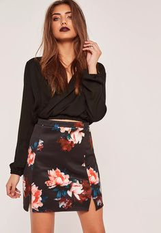 Nail daytime chic styling with this floral printed, red mini skirt in our fave scuba material. With split detailing to the hem - this is a wardrobe must have!