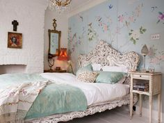 爱 Chinoiserie? Mais Qui! 爱 home decor in Chinese Chippendale style - wallpaper panels behind a painted French headboard.