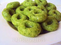 kluski śląskie ze szpinakiem Tasty, Yummy Food, Polish Recipes, Greens Recipe, Bruschetta, Bon Appetit, Bagel, Food To Make, Food And Drink