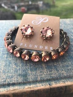 Plunder Design offers chic, stylish jewelry for the everyday woman. Stylish Jewelry, I Love Jewelry, Fine Jewelry, Jewelry Making, Plunder Jewelry, Jewelry Logo, Jewelry Bracelets, Plunder Design, Simple Necklace