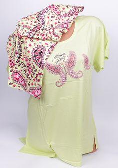 Нежна и красива макси пижам с къс ръкав в свеж цвят и цветни орнаметни. Мека и приятна на допир