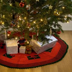 Knit Gifts Around the Tree Skirt Free Pattern from Red Heart Yarns. I think this pattern could easily be converted for crocheting. Christmas Tree Skirts Patterns, Crochet Christmas Trees, Christmas Knitting Patterns, Knitting Patterns Free, Free Pattern, Christmas Crafts, Christmas Decorations, Holiday Decor, Free Knitting
