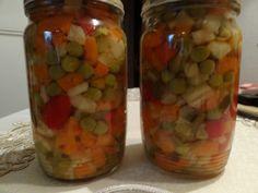 Celer + mrkev + kořen petržele nakrájíme na kostičky a vaříme do poloměka. Papriky + cibuli + okurky nakrájíme také na kostičky přidáme hrášek... Czech Recipes, Russian Recipes, Pickels, Fruit Preserves, Cooking Recipes, Healthy Recipes, Cucumber, Kimchi, Empanadas