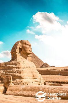 73,5 Meter lang, sechs Meter breit, 20 Meter hoch. Das sind die Maße der weltbekannten großen Sphinx, unmittelbar vor den Pyramiden von Gizeh. #Urlaub #Tipps #Urlaub #Reisen #Desert #Geschichte Kairo, Hotels, Memphis, Monument Valley, Nature, Travel, Europe, Vacation Travel, Pyramids Of Giza