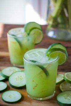 This Cucumber Lime Tequila Cocktail is rather similar to a margarita and SO light and refreshing. A must try recipe! // summer cocktail //