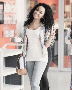 Leigh-Anne Pinnock :) I'm so sad I can't go to the concert 2night.:( hope it is great... Good luck to all of little mix