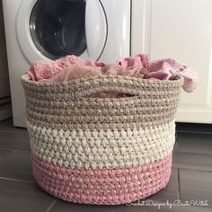 Crochet storage/laundry basket made with sisal rope and recycled yarn. Design and free pattern by BautaWitch.se