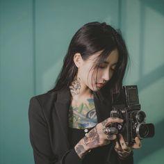 Asian Tattoo Girl, Asian Tattoos, Girl Tattoos, Tattoed Girls, Inked Girls, Popular Tattoos, Beautiful Asian Women, Asian Woman, Korean Girl