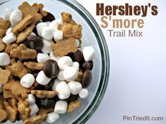 S'mores are an American tradition, but what do you do when you are in the mood for one and are nowhere near a campfire? Try Hershey's S'more Trail Mix! Vacation Snacks, Camp Snacks, Baked Smores, Good Food, Yummy Food, Fun Food, Football Food, Football Recipes, No Bake Treats