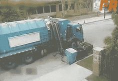 This pissed-off garbage truck: | 33 GIFs From 2013 That Will Make You Laugh Every Time