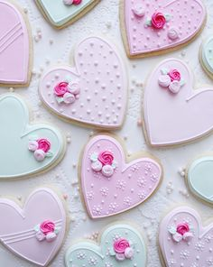 Make this Valentine's Day special with the cutest desserts and sugar cookies. Get the best Valentines day sugar cookies decoration with royal icing ideas. Valentine's Day Sugar Cookies, Flower Sugar Cookies, Sugar Cookie Royal Icing, Fancy Cookies, Iced Cookies, Heart Cookies, Summer Cookies, Valentines Baking, Valentine Desserts