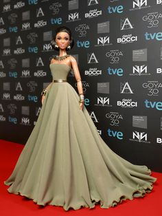 ed carpet of the Goya awards of Spanish cinema, 30 edition. Barbie Wedding Dress, Barbie Gowns, Barbie Dress, Barbie Fashionista, Diy Barbie Clothes, Doll Clothes, Barbie Model, Beautiful Barbie Dolls, Black Barbie