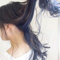 小野 大輔さんのスナップ #ナチュラル #ロング #外国人風カラー #ブルー #グレージュ アッシュ 外国人風 #インナーカラーブルー Two Color Hair, Hair Color Streaks, Underdye Hair, Dye My Hair, College Hairstyles, Messy Hairstyles, Hair Inspo, Hair Inspiration, Hair Color Underneath