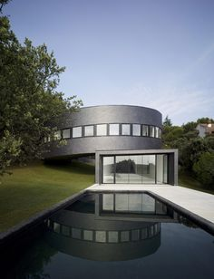 The Spanish firm Subarquitectura built this loop-shaped house outside Madrid