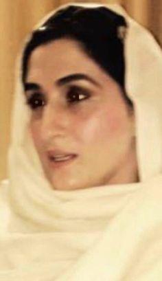 Imran Khan Pakistan, Brooke Shields Young, History Of Pakistan, Hd Nature Wallpapers, History Pics, 1000 Life Hacks, Muslim Beauty, Vespa Scooters, The One