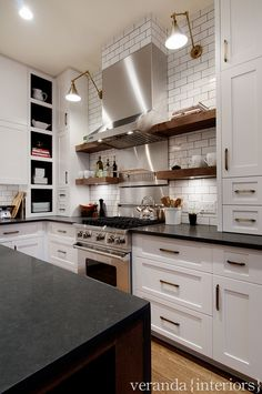 How can u not love a wood/white dark granite combo kitchen @missylouis