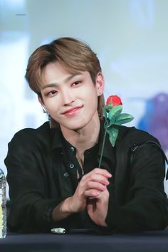 Hongjoong is the real prince charming yo ! Hongjoong is the real prince charming yo ! My Hairstyle, Girl Hairstyles, School Hairstyles, Natural Hairstyles, Yg Entertainment, Fandom, Kdrama, Kpop Hair, Jung Yunho