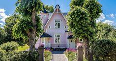 Lisa Bengtssons rosa villa till salu