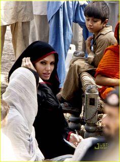 pakistan-angelina-jolie-07.jpg (901×1222)