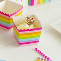 Scallop Favor Boxes - Pink Rainbow