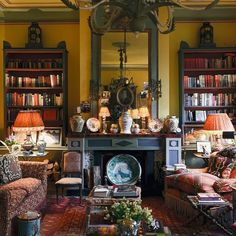 The Difference Between Modern Interiors And Traditional Interior Home Design Traditional Interior, Classic Interior, Traditional Design, Casas Magnolia, Photo Deco, English Country Decor, French Country, Home Libraries, English House