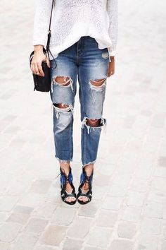 Spring Fashion + Street Style Trend: Frayed denim hems I have the shoes. Give me the frayed denim. Looks Street Style, Looks Style, Style Me, Look Fashion, Womens Fashion, Fashion Trends, Denim Fashion, Fashion Boots, Street Fashion