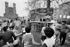 1. Mai für Kinder:  Bei dieser speziellen Puppentheater-Vorführung am 1. Mai 1973 sind Polizisten Schweine und Spekulanten teuflisch.