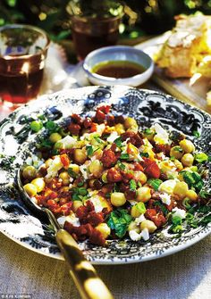 This is a very simple summer salad with two of the most traditional Spanish flavours: chickpeas and chorizo.