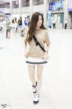 """Set đồ cùng sneaker """"dễ gây ghen tị"""" của các cô nàng chân thon dài - Kenh14.vn"""