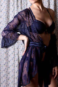 Robe de renda Florallys.   De: R$270 por R$162.   Peças limitadas!   Frete grátis a partir de R$ 99.   http://www.divassecrets.com.br/Produto-Camisolas-Robe-Robe-curto-de-renda---Florallys---473ROC-versao-32-50.aspx