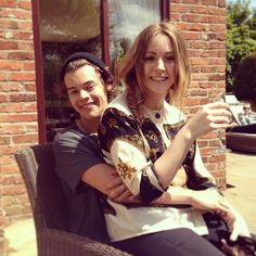 Image uploaded by Harry Styles. Find images and videos about one direction, and Harry Styles on We Heart It - the app to get lost in what you love. Harry Styles Sister, Fanfic Harry Styles, Harry Styles Pics, Gemma Styles, Harry Edward Styles, Luke Hemmings, Amelia, Siblings Goals, Camila Morrone