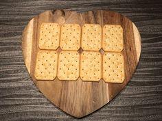 Sałatka z tuńczyka na krakersach - Blog z apetytem Bamboo Cutting Board, Blog, Recipies, Blogging