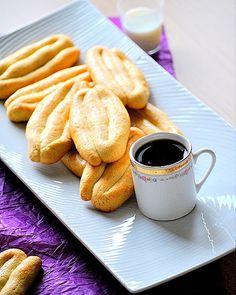 Traditional Greek cookies from Smyrni Greek Sweets, Greek Desserts, Greek Recipes, Greek Cookies, Cookie Recipes, Dessert Recipes, Tea Snacks, Greek Dishes, Vanilla Cookies