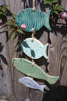 Fish on a leash ceramic garden ceramic wall decoration turquoise wind chime - - Fish on a leash ceramic garden ceramic wall decoration turquoise wind chime pescaditos Fische an der Leine Keramikfische Gartenkeramik Wanddekoration Beach Crafts, Summer Crafts, Crafts For Kids, Fish Garden, Clay Fish, Pottery Handbuilding, Ceramic Figures, Clay Projects, Ceramic Pottery