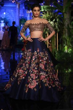 ideas skirt outfits indian couture week ideen rock outfits indian couture week This image has get Indian Bridal Outfits, Indian Bridal Lehenga, Indian Bridal Wear, Indian Ethnic Wear, Indian India, Lehenga Designs, Dress Indian Style, Indian Dresses, Indian Clothes