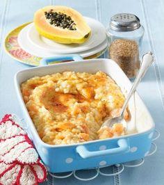 Karamellisierter Papaya-Milchreis Rezept:      1 Vanilleschote     1⁄2 Bio-Zitrone     1 reife Papaya (ca. 400 g)     1 l fettarme Milch     Salz     200 g Milchreis     1 EL Butter     4 EL Zucker (z. B. brauner)