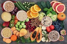 Health food concept for a high fiber diet with fruit, vegetables, cereals, Health Benefits Of Fiber, Healthy Dinner Recipes, Healthy Snacks, Healthy Carbs, Healthy Tips, Allergies Alimentaires, High Carb Diet, Low Carb, Fiber Diet