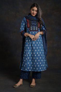 Indian Designer Outfits, Indian Outfits, Salwar Suits, Salwar Kameez, Patch Work Blouse Designs, Casual Indian Fashion, Kurta Patterns, Long Kurtis, Dress Alterations