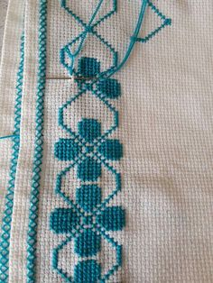 Hand Embroidery Design Patterns, Hand Embroidery Flowers, Flower Embroidery Designs, Modern Cross Stitch Patterns, Cross Stitch Designs, Cross Stitch Boarders, Cross Stitch Bookmarks, Cross Stitch Art, Cross Stitch Flowers