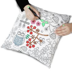 The Zanza Graffiti pillowcase has a very beautiful and elegant pattern , you can give full play to your imagination to fill in your favorite color.Create your Secret Garden with Zanza's Magic Pen.    The pillow/cushion cover is made of 100% high quality cotton. For best results, fix colors by ironing.Colors are washable(warm) or dry-cleanable once fixed.    Invisible zipper improves the appearance and provides easy insertion and removal.    Size: 18 x 18 inches / 45 cm x 45 cm.CUSHION COVER…