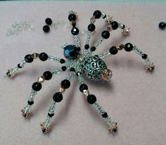 Beaded spider with a hint of steampunk Seed Bead Jewelry, Wire Jewelry, Jewelry Crafts, Beaded Jewelry, Jewelery, Pet Spider, Spider Art, Christmas Spider, Beaded Spiders