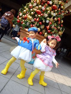 is this real life? baby donald and daisy! Donald And Daisy Duck, Cheap Things To Do, Bookmarks Kids, Amazing Life Hacks, Tokyo Disneyland, Disney Dream, The Girl Who, Disney Trips, Disney Art