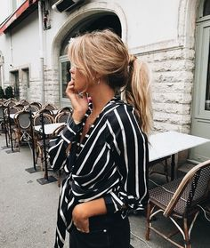 Discover recipes, home ideas, style inspiration and other ideas to try. Outfits Camisa Blanca, Outfits Con Camisa, Hijab Look, Fashion Outfits, Womens Fashion, Fashion Trends, 90s Fashion, Style Fashion, Girl Fashion