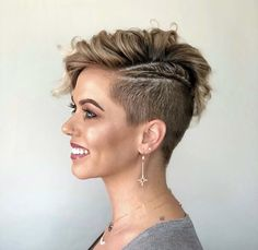 Check out these 25 pixie haircut ideas! From a long pixie, side shave, choppy, messy to pixies with bangs. You'll love these hairstyles. Short Shaved Hairstyles, Shaved Side Hairstyles, Long Pixie Hairstyles, Edgy Haircuts, Pixie Haircuts, Hairstyles Haircuts, Best Pixie Cuts, Long Pixie Cuts, Cute Pixie Cuts