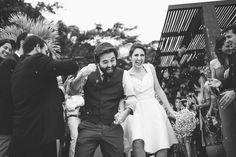 Gabriela e João - Fotografia de casamento - Wedding photography - Casamento de dia - Daytime wedding - Amor - Love - Noiva - Bride - Rio de Janeiro - Brasil - Brazil - Raoni Aguiar Fotografia - Decoração - Amarelo - Joatinga 165 - Chuva de arroz