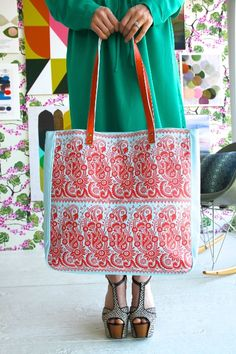 Amy Butler s Alissa Tote, part of the Hapi Sunrise collection from Kalencom. 55a3de3a90