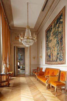 Antique Interior, French Interior, Classic Interior, Georgian Interiors, Vintage Interiors, Flur Design, British Colonial Decor, Traditional Interior, French Furniture