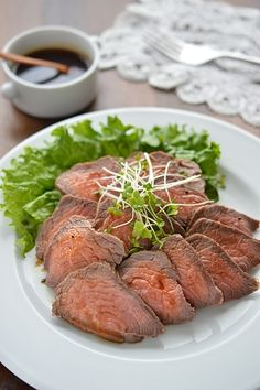 プチ贅沢な一品を用意したいときに作るお料理です。使うのはフライパン一つだけ!和風の甘辛ソースがやわらかく仕上げたお肉と相性抜群♪お好みでわさびを添えると、味がきゅっと引き締まりますよ。